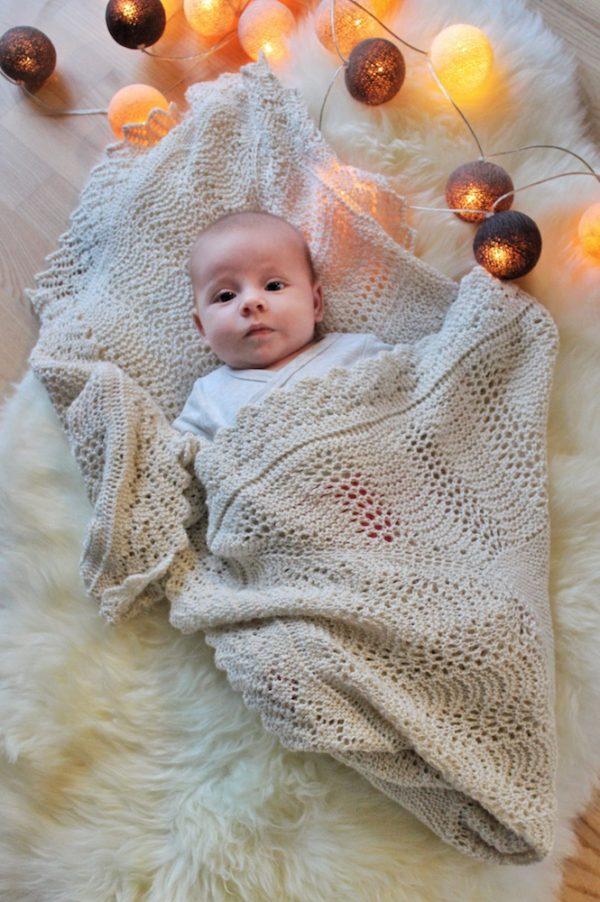 Gratis strikkeopskrift på Mary tæppet, det royale babysvøb - Knit Wit Company