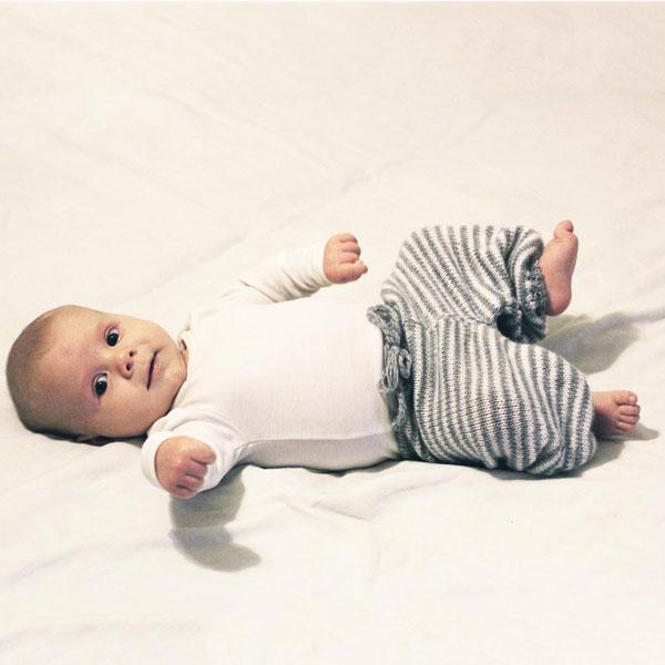 Baby bukser - strikkeopskrift - Knit Wit Company