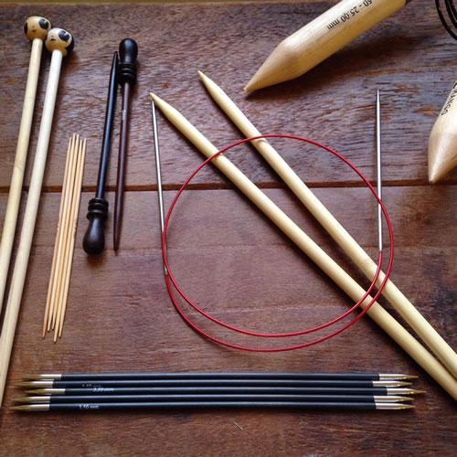 Sådan vælger du strikkepinde - Knit Wit Company