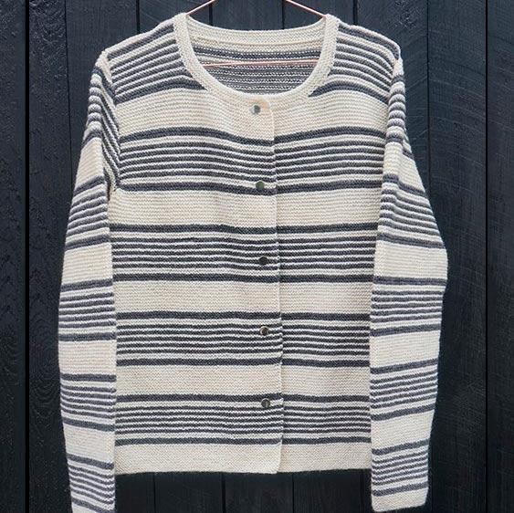 Stribet cardigan - strikkeopskrift - Knit Wit Company